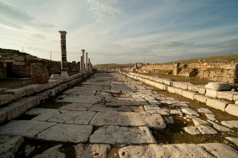 laodicea-colonnaded-street