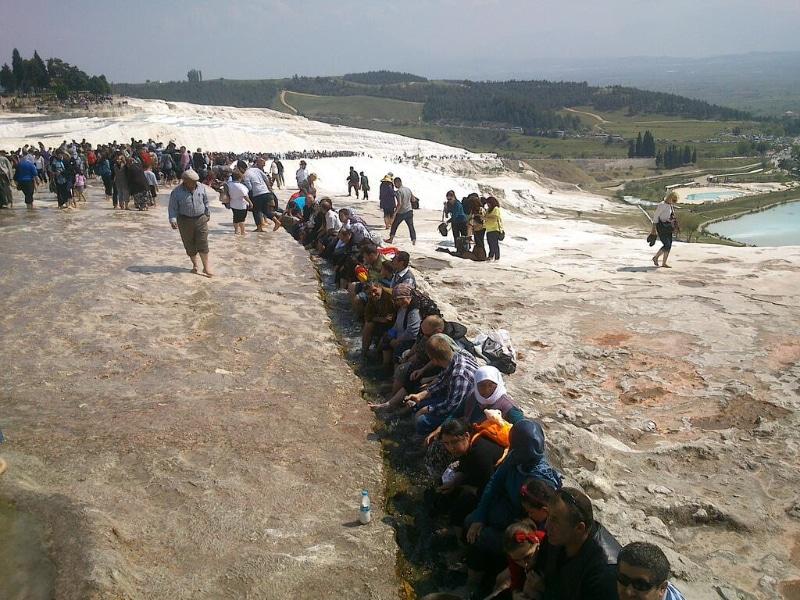pamukkale-crowded